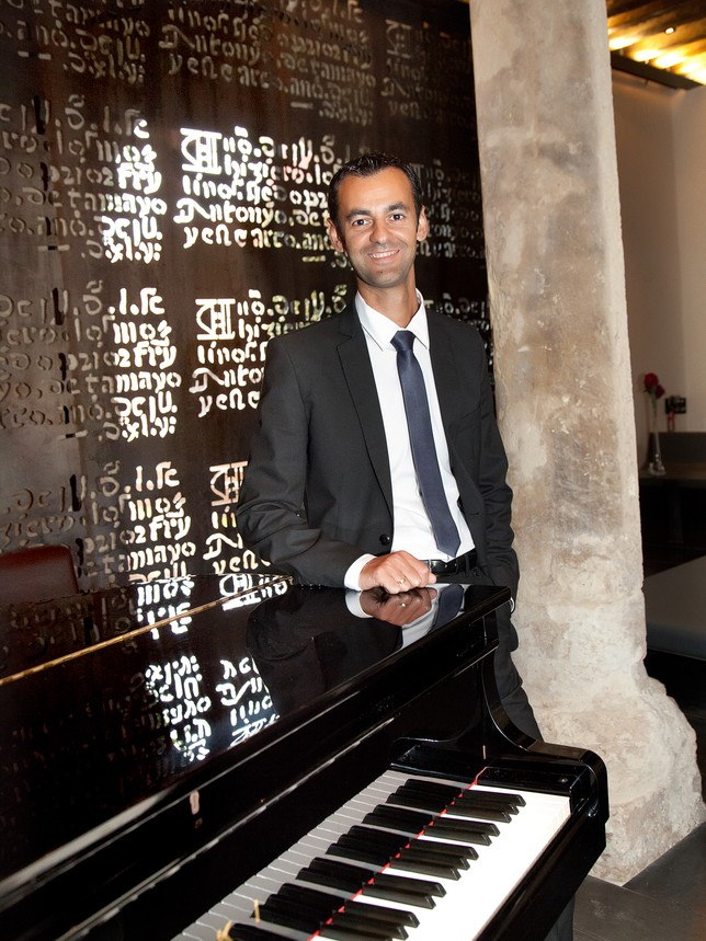 Óscar Pascasio recibe el galardón «Akademia Music Awards»